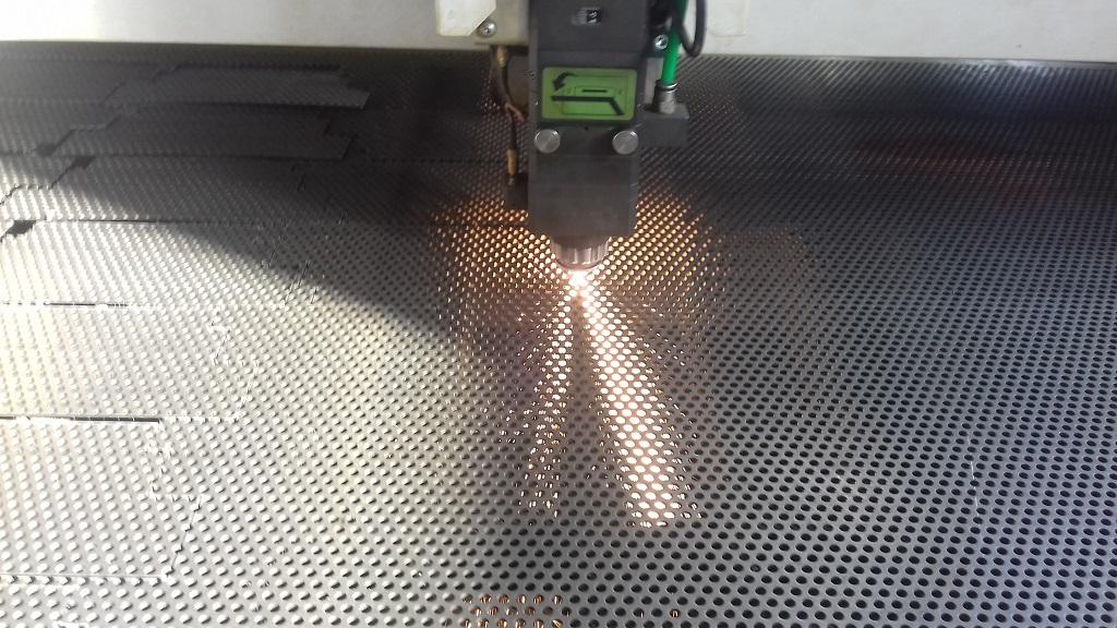 Лазерная резка перфолиста